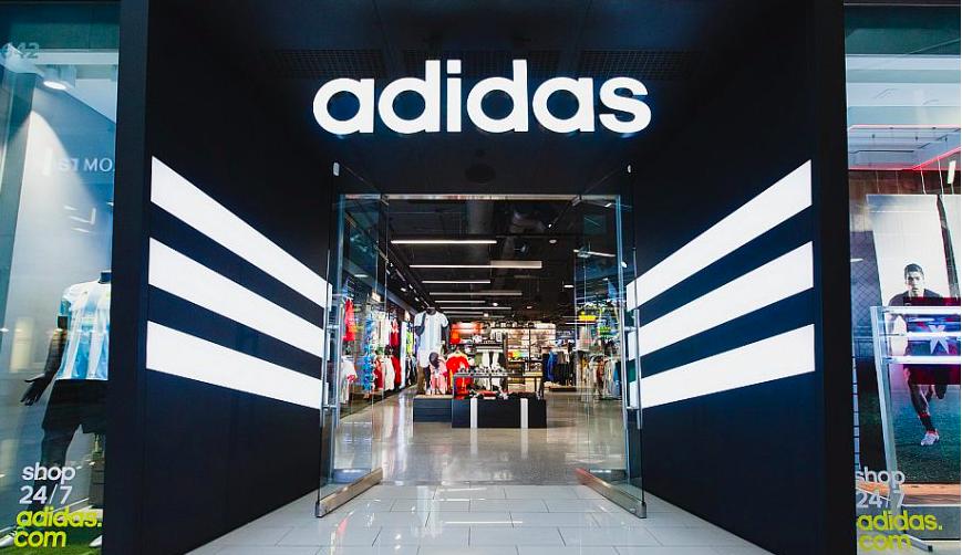 Adidas îşi închide magazinele din Europa şi America de Nord din cauza coronavirusului