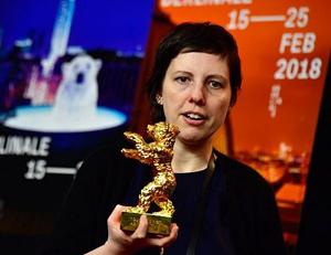 """Ursul de Aur a fost câştigat de filmul """"Nu mă atinge-mă"""", al regizoarei Adina Pintilie"""