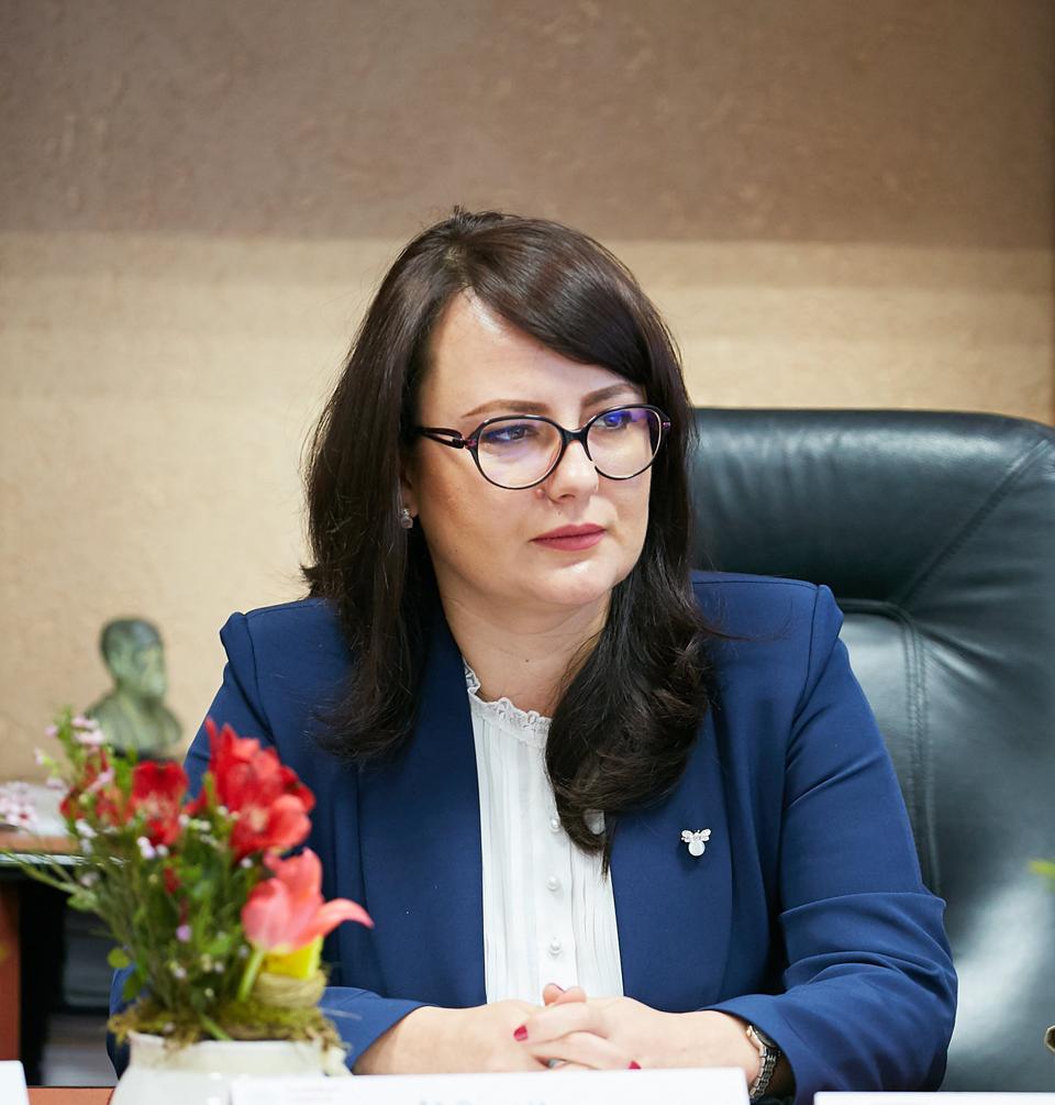 Adriana Cotel a fost revocată din funcţia de preşedinte al Casei Naţionale de Asigurări de Sănătate