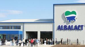 Grupul francez Lactalis a semnat un contract pentru achiziția producătorului de lactate Albalact