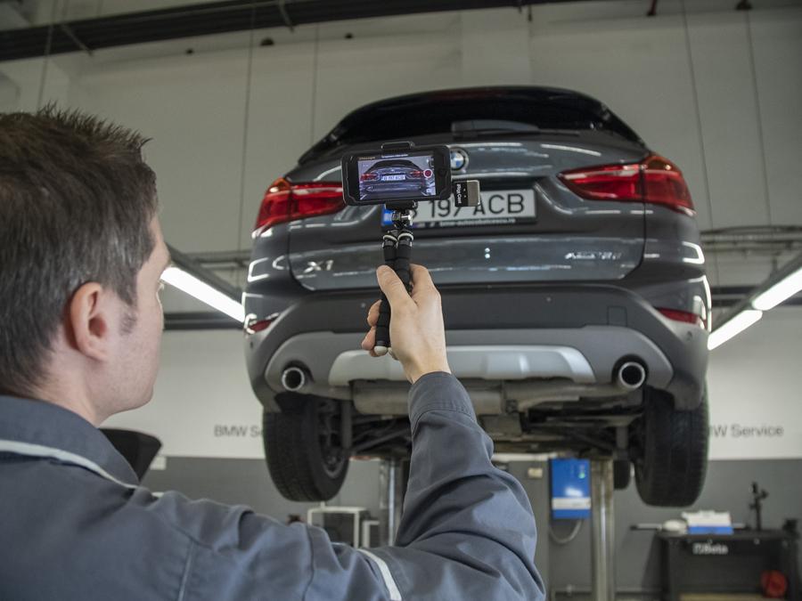 Mai multă transparenţă în service-urile BMW: deviz digital de service însoţit de explicaţii video