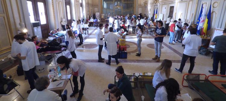"""""""Donează sânge! Fii erou!"""" – campanie de donare sânge organizată de Federația Asociațiilor Studenților în Medicină din România (FASMR)"""