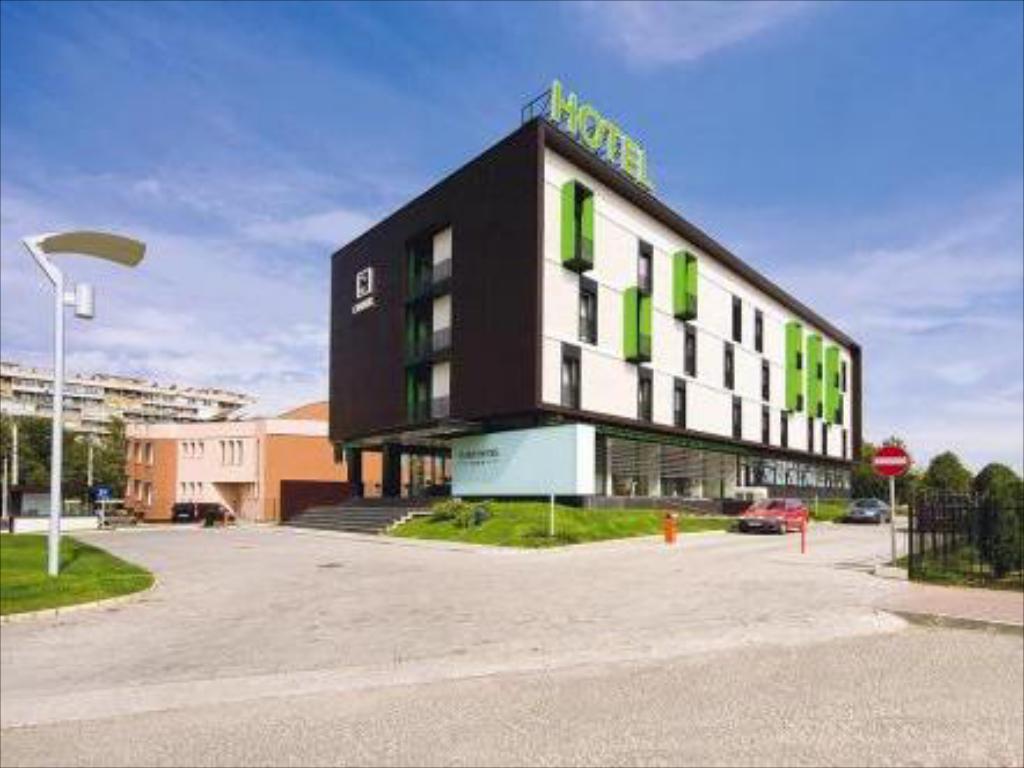 Hotelul Cubix din Braşov va fi renovat şi redeschis sub brandul Mercure
