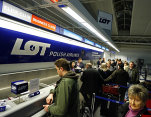 LOT Polish Airlines Boeing 787 Dreamliner Flight 004 from Chicago to Warsaw cancelled at Chicago's O'Hare International Airport .