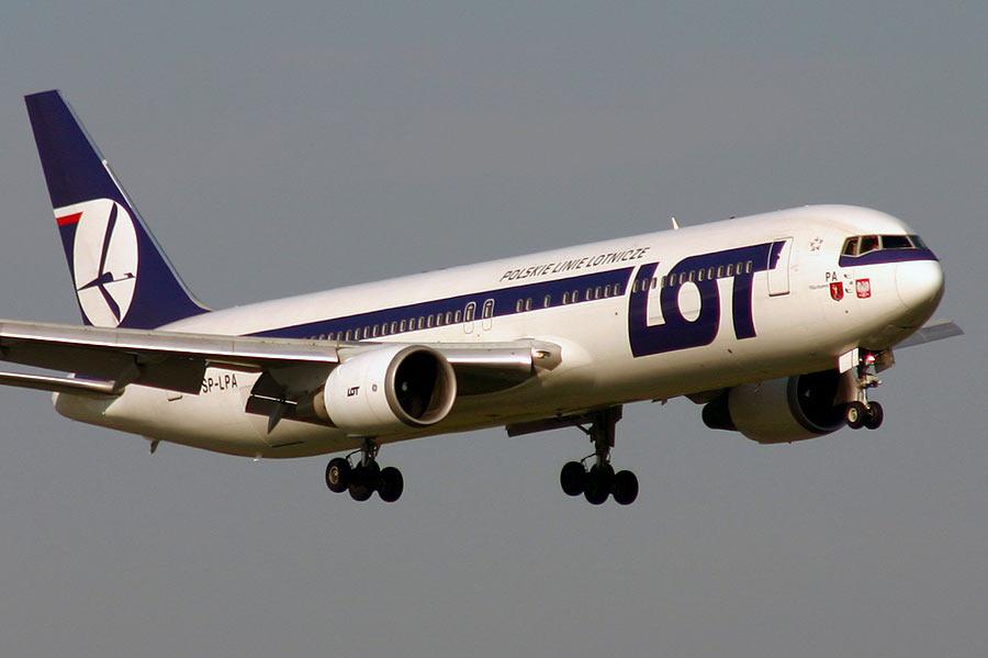 Compania poloneză LOT îşi anunţă primele zboruri pe ruta Cluj-Varşovia
