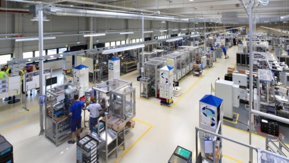 Fabrica de centuri de siguranţă MOVEOS din Rovinari produce combinezoane medicale şi halate de vizitare
