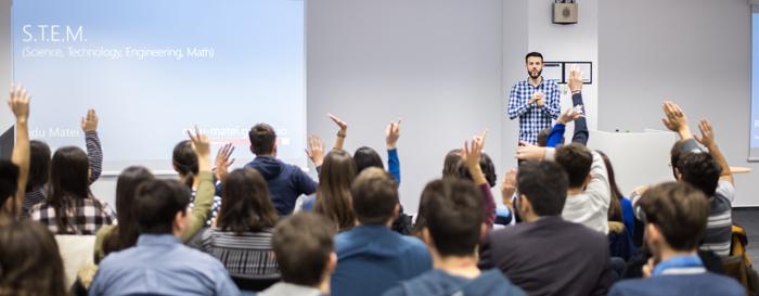 """700 de elevi de gimnaziu și liceu din România au participat la tutorialele de programare """"Minecraft"""", oferite de Microsoft România și Asociația Techsoup în cadrul Hour of Code"""