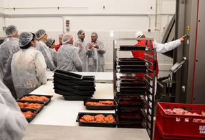 O fabrică clujeană de procesare a cărnii investește în dezvoltarea învăţământului profesional din domeniul alimentar