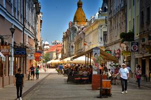Oradea, Târgu Mureș și Timișoara – orașele cu cel mai facil acces la magazine și restaurante