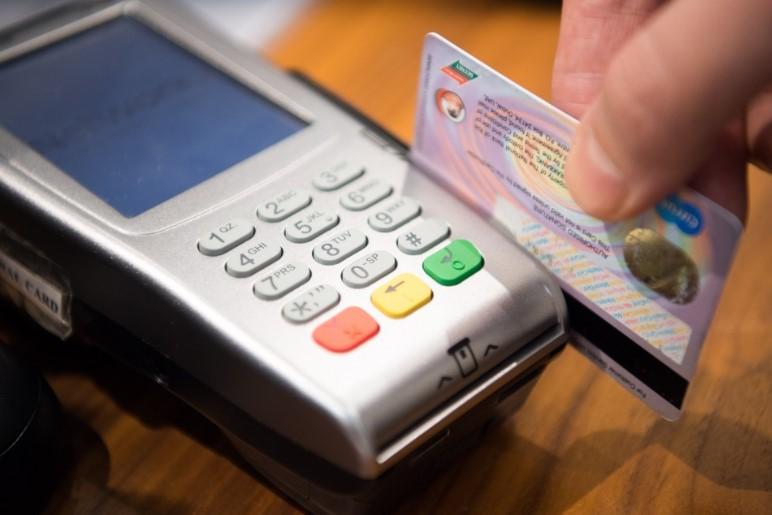 Cashback la POS ar putea fi o alternativă la bancomate