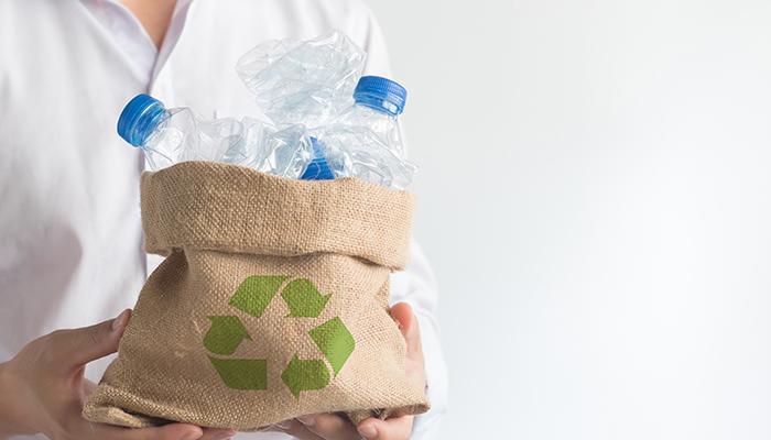 Producătorii europeni vor încorpora 30% plastic reciclat în ambalajele de plastic până în 2030