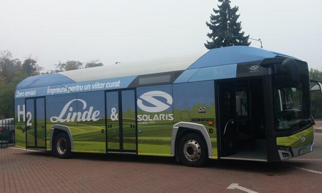Autoritățile din douăsprezece orașe din țară testează în premieră un autobuz cu hidrogen de la Solaris