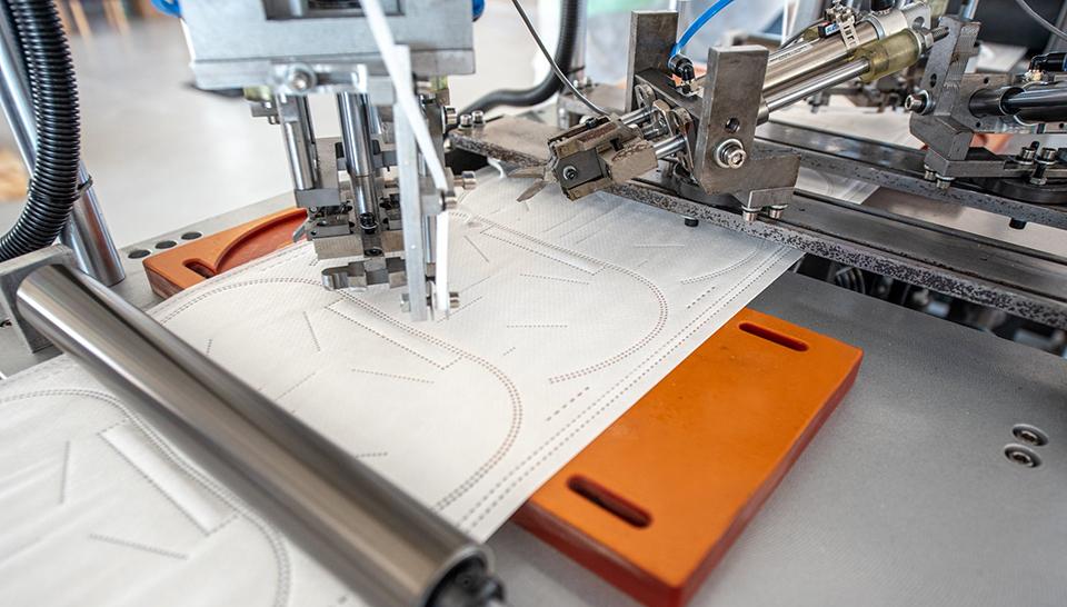 Compania românească Techtex va putea produce 30 de milioane de măşti chirurgicale pe lună