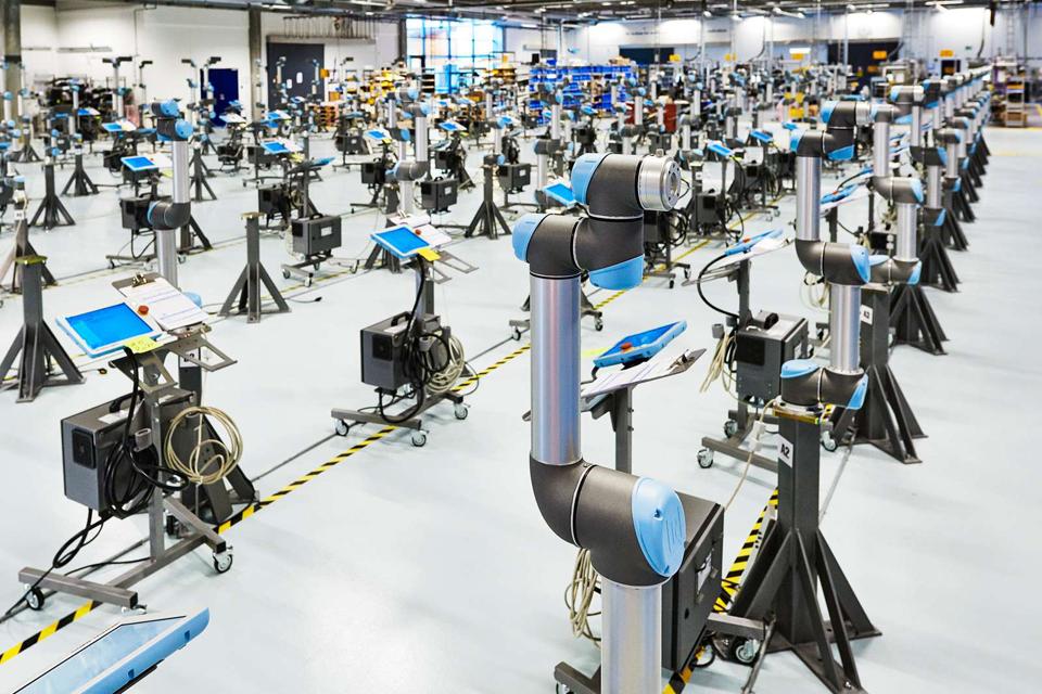 IMM-urile care utilizează roboți colaborativi alături de angajați sunt cu până la 85% mai eficiente