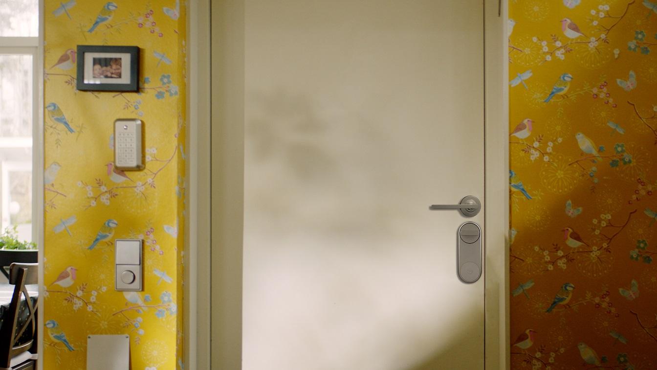 Românii investesc în medie 1.000 euro în sisteme smart home pentru monitorizarea și siguranța locuinței