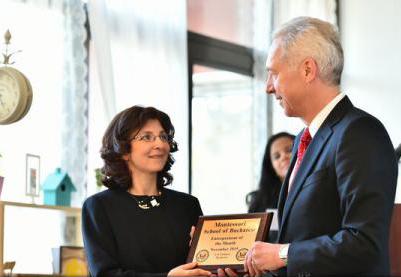 """Ambasada SUA a premiat o școală privată în cadrul programului """"Antreprenorul lunii"""""""