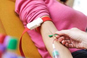 O metodă inovatoare permite depistarea celulelor canceroase încă din primele stadii, pe baza analizelor de sânge