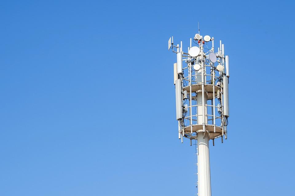Industria telecomunicaţiilor, pe cale să înregistreze pierderi majore din cauza controverselor iscate de Legea 5G