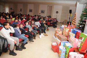 Angajații Antibiotice Iași au fost Moș Crăciun pentru 70 de copii din centrele de plasament
