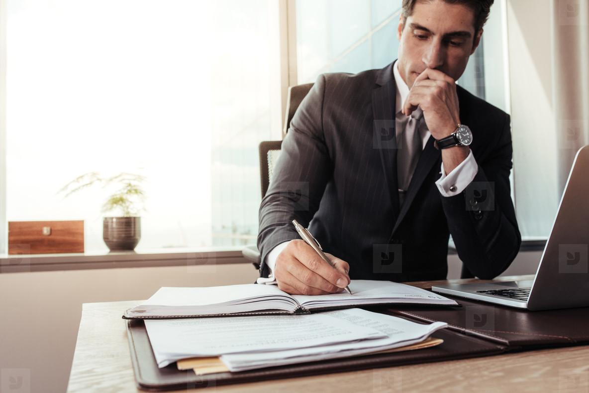 Micii întreprinzători au păstrat salariile şi angajaţii, în pofida crizei declanşate de Covid-19