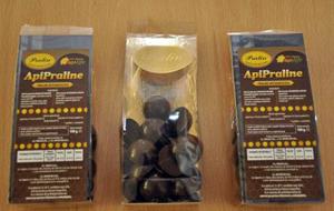 O fabrică din Cisnădie produce în premieră în România praline terapeutice, din ciocolată și miere