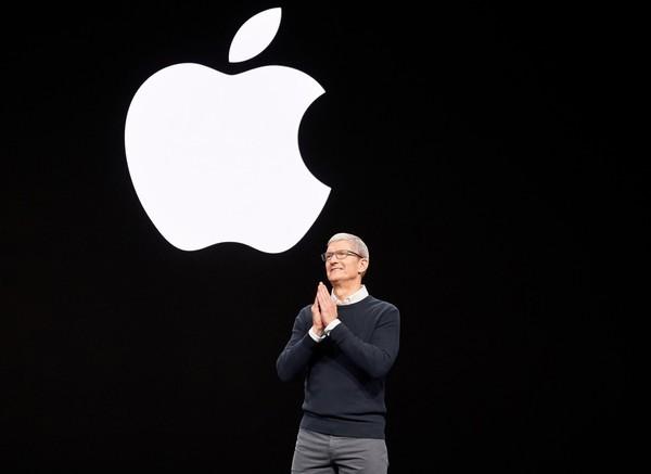 Apple va produce un milion de măşti pentru cadrele medicale pe săptămână