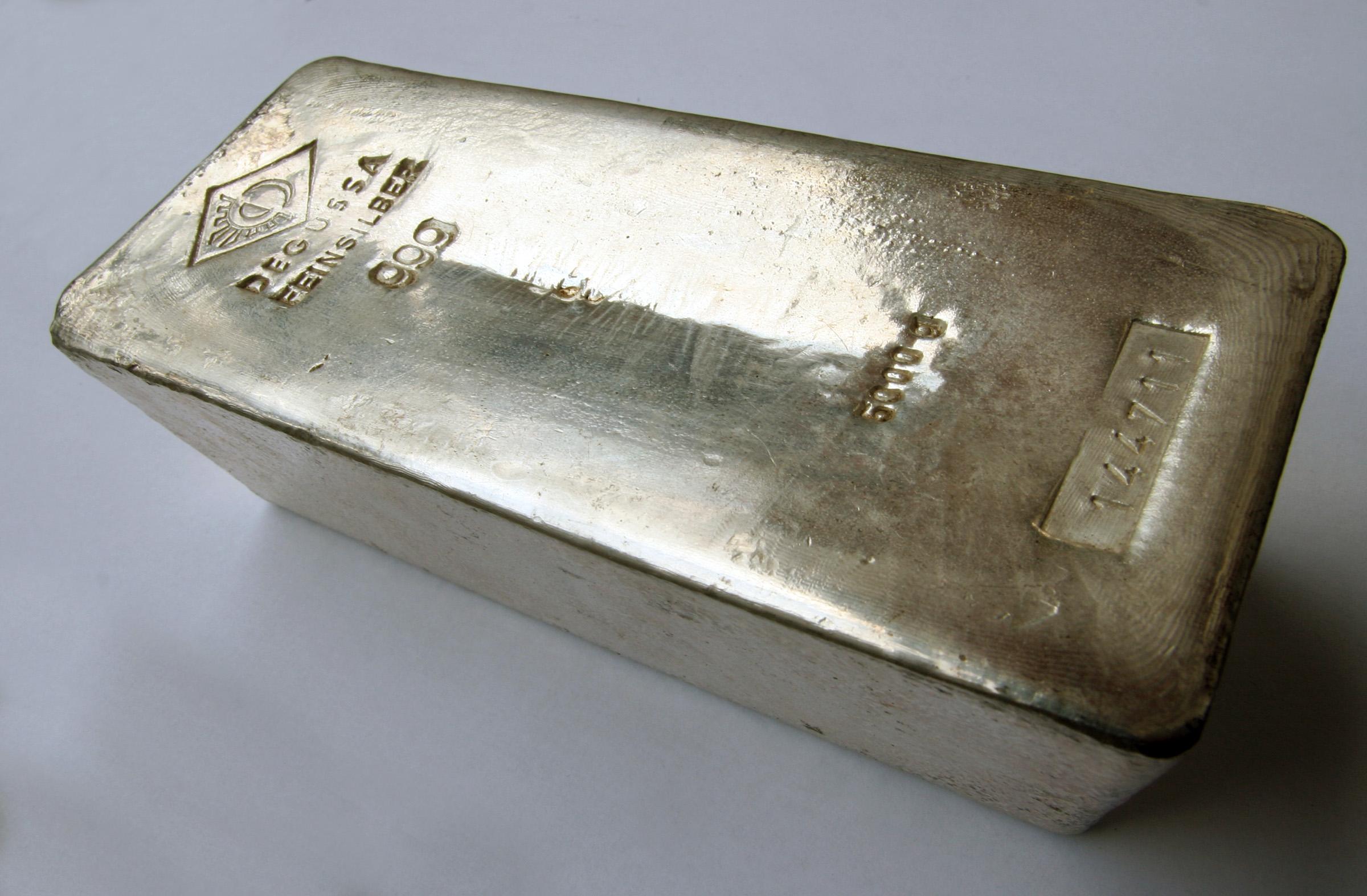 Argintul a ajuns la cea mai ridicată valoare din ultimii opt ani, pe fondul interesului investitorilor de retail