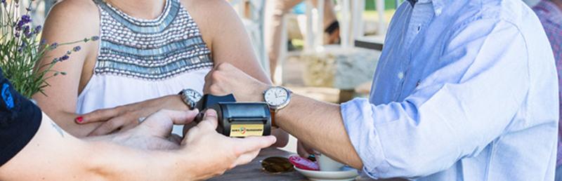 Banca Transilvania lansează ceasul pentru plăţi contactless