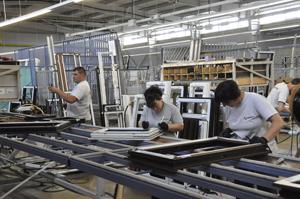 Producătorul de termopane Barrier deschide o nouă fabrică în România, investiţie de 7 milioane de euro