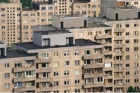 Locuințele din blocurile vechi se scumpesc, iar cele din blocurile noi se ieftinesc, în București