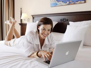camera hotel laptop