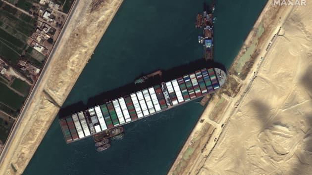 Efectele blocării circulației prin Canalul Suez ajung până în România