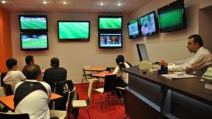 Românii cheltuie la pariuri sportive și la casino circa 4 miliarde de euro pe an