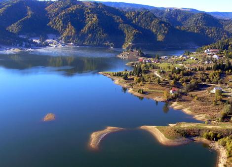 Terenurile din zona lacului Colibiţa, vândute cu 6.000 euro/ar, au devenit o atracţie pentru investitorii străini