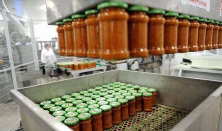 Taxa pe ambalaje aduce industria de conserve la un pas de faliment: peste jumătate dintre angajați pot fi disponibilizați