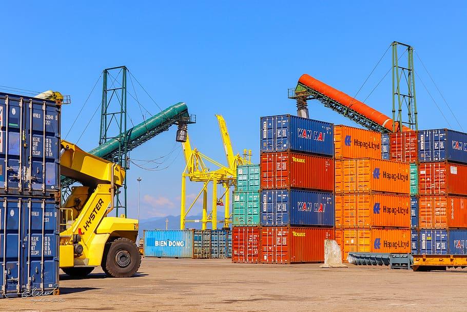Primul trimestru al anului a adus cea mai accentuată contracţie a comerţului cu mărfuri, din 2009 până în prezent