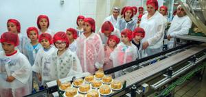 Peste o mie de copii au vizitat fabrica de iaurt Danone în ultimul an şcolar