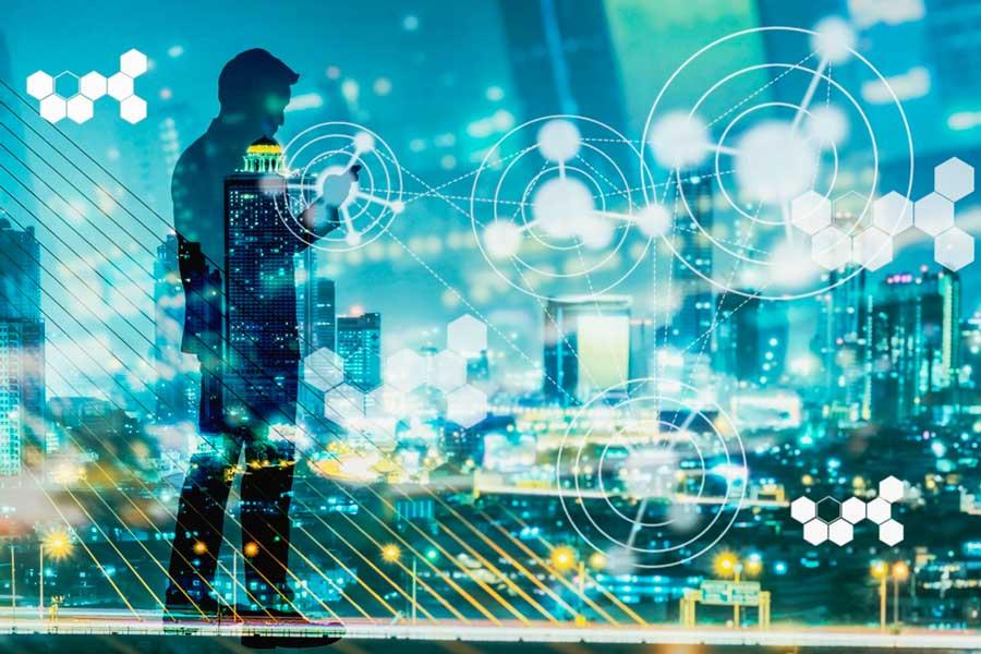 Criza COVID-19 accelerează digitalizarea industriei de asigurări, elimină birocraţia şi va genera produse noi