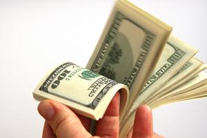 Dolarul ar putea ajunge la 4,5 lei în prima jumătate a anului