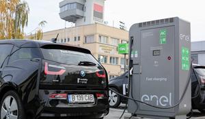 Prima staţie de încărcare pentru vehicule electrice într-un aeroport din România, inaugurată la Timişoara