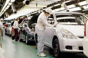 Lucrătorii din industria automotive sunt tot mai căutaţi