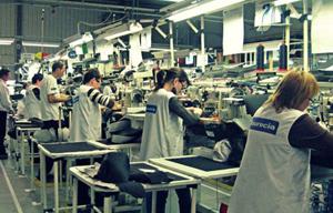Producătorul de componente auto Faurecia angajează peste 100 de oameni la fabrica din Sibiu