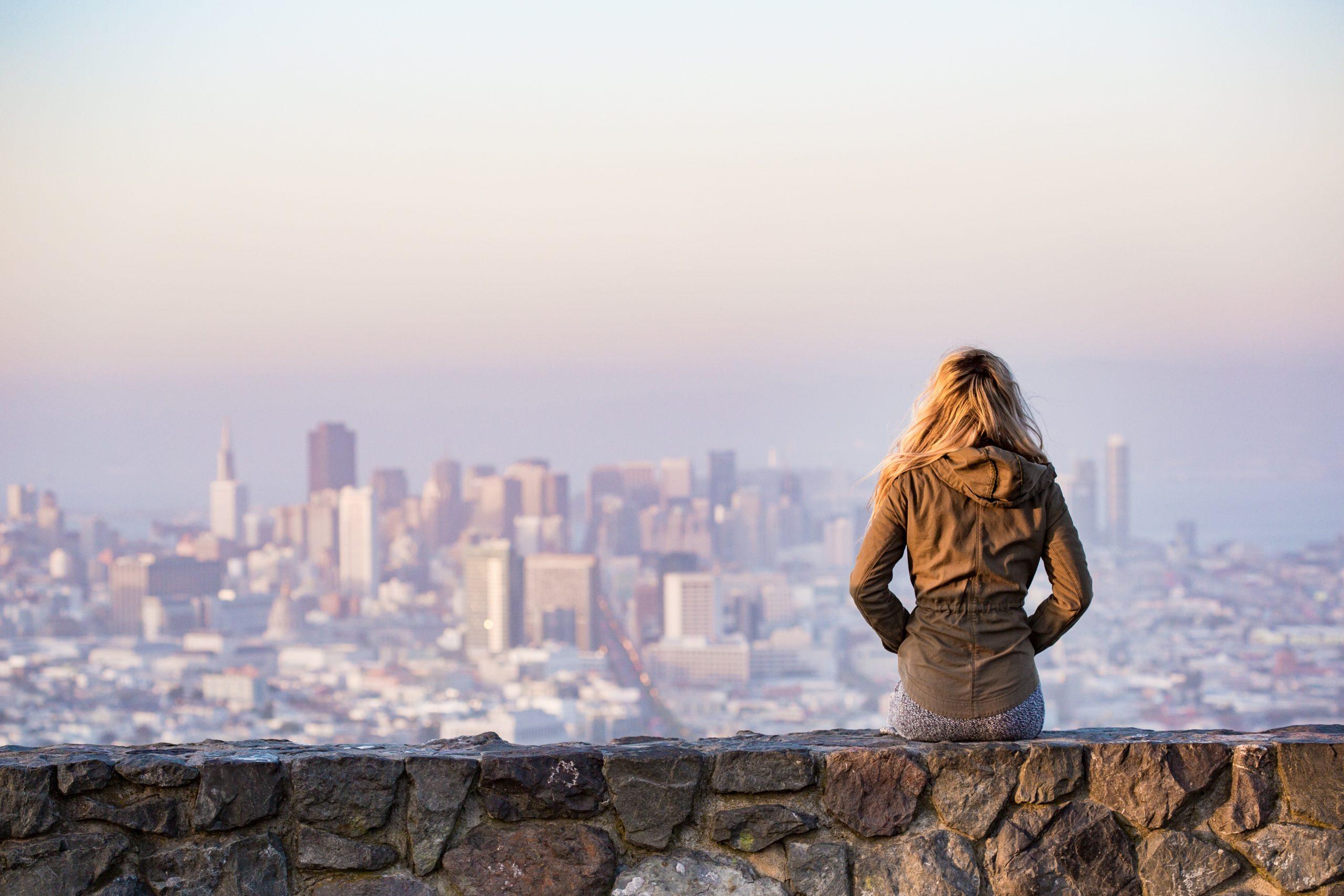 O femeie din patru a luat în calcul să renunțe la job în ultimul an din cauza suprasolicitării