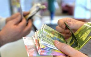 Cât mai au de aşteptat împrumutaţii în franci elveţieni până vor putea beneficia de conversia creditelor la cursul istoric