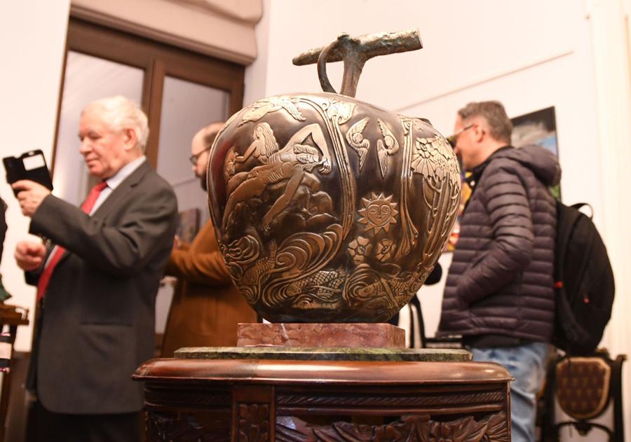 Nuduri, vinuri si bijuterii – a 19-a Gala ROCAT, la Galeria Alexandra's