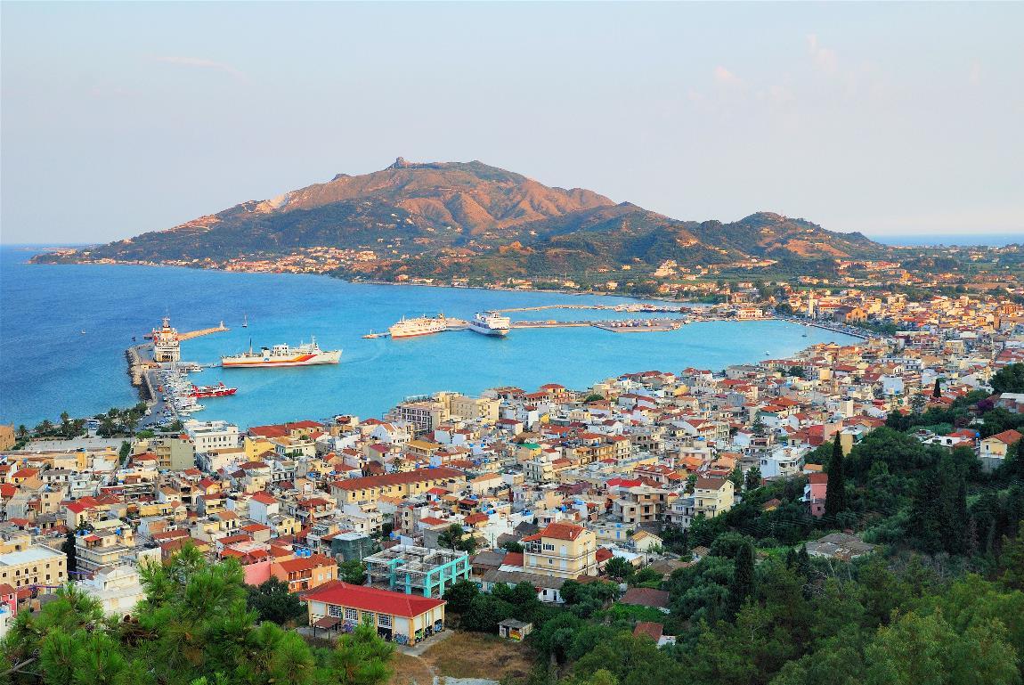 Grecia deschide sezonul turistic, cu excepţia pasagerilor care provin din Marea Britanie