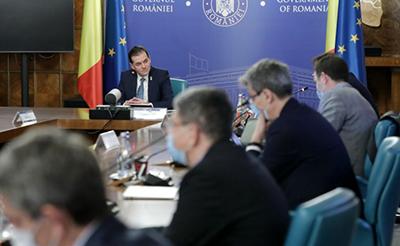 """Bloomberg: România este prinsă în capcana cheltuielilor, pe măsură ce populiştii forţează măsuri care riscă retrogradarea ţării în """"junk"""""""