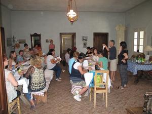 """""""Hai cu noi în Horă"""": cum vrea o belgiancă stabilită în România să schimbe sistemul nostru educaţional"""
