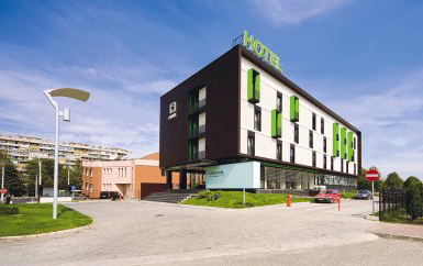 Două hoteluri din Braşov şi unul din Târgu Secuiesc, primele neZEH din România