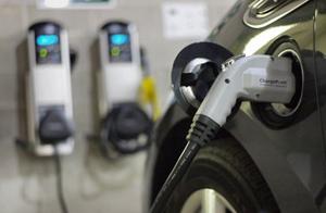 E.ON dezvoltă infrastructura de staţii rapide şi ultra-rapide de încărcare a maşinilor electrice, proiect global de 18 milioane euro